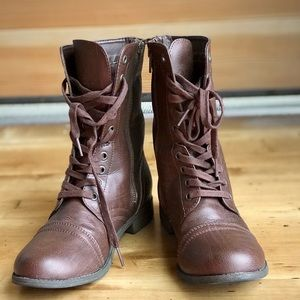 Combat style lace-up brown boots in sz 8.5
